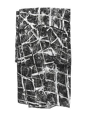 SUGR Black Distressed Print Stole